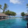 バリ島ジンバランの「インターコンチネンタル バリ リゾート」。海の見えるプールで快適ホテルステイ。
