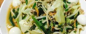 肉野菜ごま油炒めのフライパンのままスープを作る味噌ラーメンが好き