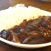 「ふらんす亭」には中野北口店限定で「牛すじカレー食べ放題」の独自サービスがある
