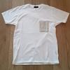 米国のアパレルメーカー『FRUIT OF THE LOOM』のポケットTシャツがおすすめ。