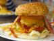 浜名湖で食べる本格ハンバーガー!リーダーの「バッファローソースバーガー」- 静岡ハンバーガー物語