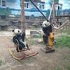 おもしろ動物写真「でさー、その客がさー、こっち向けとか言うわけ〜〜」パンダ2頭が遊具で遊ぶ photozou.jp/photo/show/3125251/213337395