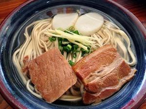 最高にウマイ「首里そば」の沖縄そば!煮付け、じゅうしい、ぜんざいフルコンボで今回も大いに食べ過ぎた