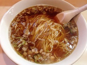 浅草の老舗「あづま」の食べるほどに深みが増すおいしいラーメン(DXラーメン&純レバ丼)