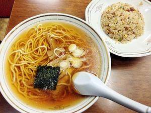 【有楽町・谷ラーメン】駅ガード下で50年続く老舗のあっさり醤油ラーメン&半チャーハンセット