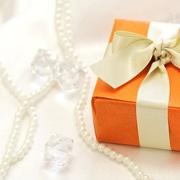 女性をデートで喜ばせるテクニックはお店選びとサプライズプレゼントの相乗効果だった