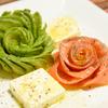 薔薇の花びらをイメージしたアボカドローズ・サーモンローズの作り方