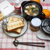 朝食:食パン、土鍋レンジ5分スープ