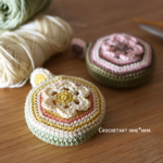 編み図あり|ダイソーのロータリーメジャーを編みくるんでみた♪|編み方の補足なども!