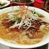 上越市「明蝦(ミーシャ)」日本ぽくない雰囲気&ラーメンには穴付きレンゲがあって具まで味わいたい方にもオススメ!