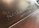 スイートルームのグランドピアノに、あのジャズ・ピアニストの直筆サインがあった件
