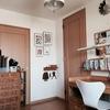 娘部屋のポスターと壁に付けられる家具の配置改善。