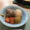 祝祭的な陽気と野菜が美味い豚角煮。