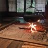 古民家園で囲炉裏の炎に癒される