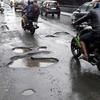 インド道路の穴、1日10人が亡くなる