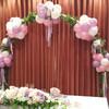 結婚式メイン席の装飾お花とバルーンのアーチ