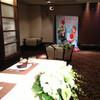 結婚式披露宴会場にて 【似顔絵タペストリーでシャッタースポットを♪】 近藤印刷