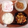 ジャーマンポテト、小粒納豆、バナナヨーグルト。