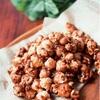 たくさん配るのに楽々時短!「キャラメルポップコーンのチョコ味」の作り方