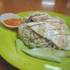 【シンガポール】マックスウェルフードセンター「天天海南鶏飯」のチキンライスは必食です