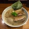 【今週のラーメン4294】 拉麺 瑞笑 (東京・国分寺) 特製背脂煮干しらーめん 大盛 〜醤油の深みと背脂のゆらめき!受け止めて一体化する煮干の旨さ!極上まろやか背脂煮干麺!