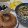 ベーグルと落とし卵スープ