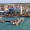 【アルバ島】かわいい町並みと、美しいパームビーチ