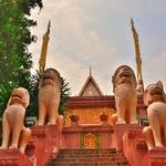 「ワット プノン(丘の寺院)Wat Phnom」~ プノンペンの名前の由来となった丘の上の寺院