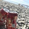 浜辺でビール