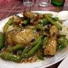 香港地元飯、熟食中心:炒飯にハタと苦瓜の炒め物とろみソース掛けをかけてみた