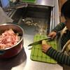 我が家の台所育児!包丁を使って楽しく知育!