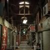 北九州・木造アーケード(3):到津市場,昭和の街並みと現役店。