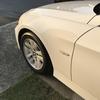 洗車の見栄えを良くするには足元(タイヤ)周辺をピカピカにしましょう。