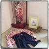 娘0歳、お正月の晴れ着の袴オールと羽子板。