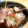 札幌市 元祖美唄やきとり 福よし 駅前通店 / 焼鳥が入った蕎麦
