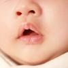 自分の鼻の穴を10分間見つめて考えたことを書いていく。