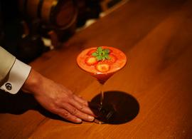 銀座の老舗バーで味わう、大人のノンアルコールカクテル。大切な夜は、銀座のバーに足を運んでみよう。