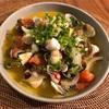 アサリとタコのアヒージョにトマトとアンチョビ加えて風味マシマシ