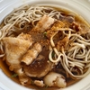 セブンイレブン「北海道産玄蕎麦使用甘辛豚肉二八そば」