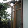 外壁の僅かなスペースに簡易な物入れ作り