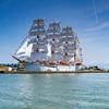 絶好の総帆展帆と満船飾びよりの海王丸:今日は立夏