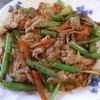 幸運な病のレシピ( 1390 )朝  :鮭、ウインナ焼、豚バラとインゲンの炒め、味噌汁(アスパラ入り)、「後片付けを科学する」