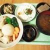 丸ごと蕪と鶏手羽元の煮物