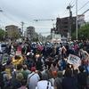 【朝日新聞】川崎のヘイトデモ、出発直後に中止 ヘイトスピーチに反対する市民ら数百人が囲む