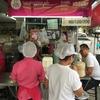 【ピンクのカオマンガイ】汚いけどバンコクで一番美味いと評判の超人気店ラーンガイトーンプラトゥーナム