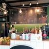 バンコクのコーヒースタンドとローカルレストラン