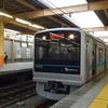 【鉄道ニュース】小田急電鉄3000形3275編成、帯色変更・「小田急TV」対応化工事に入る