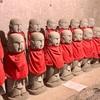 幼くして亡くなった子らを導く 西光寺の百体地蔵尊(二宮町)