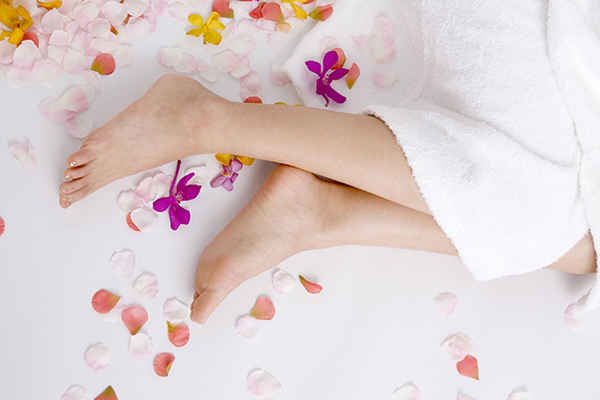 足首が硬いとどうなる?足首ストレッチの美的メリットから、ストレッチの準備と方法、おすすめ器具まで