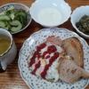 パンと目玉焼きとヨーグルトと胡瓜の酢漬け
